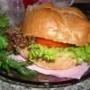 Бургер с копченой курицей