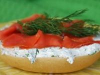 Бутерброд с копченой форелью