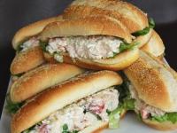 Бутерброд с крабовым мясом