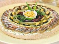 Бутербродный торт с копченой рыбой