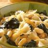 Фарфалле с белой фасолью и шпинатом