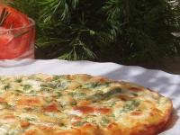 Фритатта с рыбой, козьим сыром и зеленью