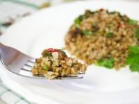 Гречневая каша со шпинатом и перцем чили