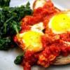 Яйца в томатном соусе со шпинатом