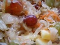 Капуста маринованная провансаль с виноградом и яблоками