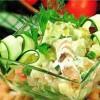 Картофельный салат с копченой скумбрией и яблоком