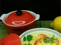 Курица с овощами в горшочке под сырно-сметанным соусом.