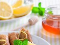 Лимонные блинчики с финиками