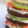 Мини-сэндвичи с лососем и киви