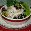 Мясной салат с маслинами