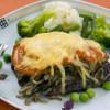 Мясо, запеченное с помидорами, грибами и сыром
