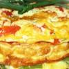 Многоцветный омлет с овощами и рыбой