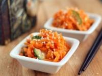 Морковный салат с имбирем и чесноком