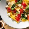 Омлет с моцареллой и помидорами