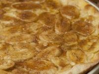 Овсяная пицца с шоколадом и бананом