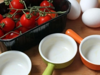 Порционная яичница с помидорами в духовке