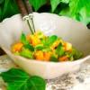 Салат из авокадо, апельсина и дыни