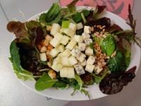 Салат с сухариками и семечками