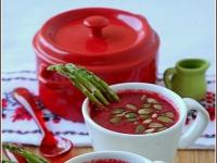 Свекольный суп с тыквенными семечками