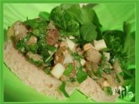 Закусочные бутерброды с запечёными баклажанами и рукколой