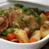 Жаркое из курицы, копченых колбасок и картофеля в пиве